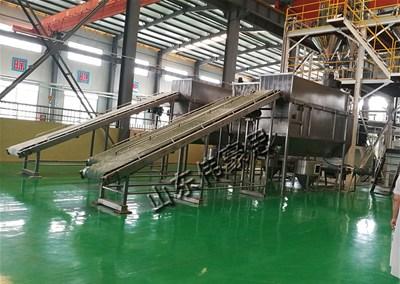 轻钙粉无尘拆袋机是高污染企业生产必须的机械设备